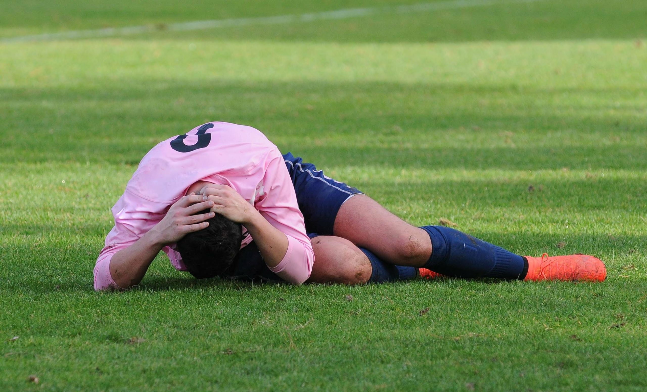Can neck-specific exercises help reduce the risk of head and neck injuries in athletes?